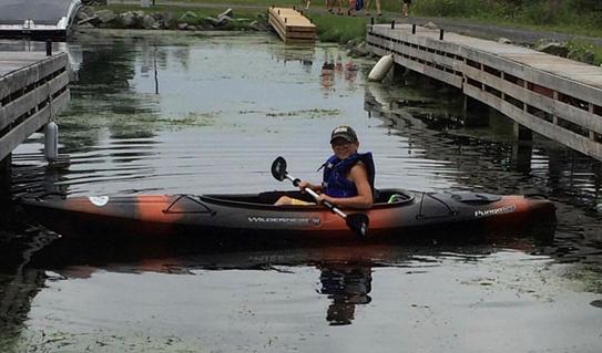 Noah dans un kayak
