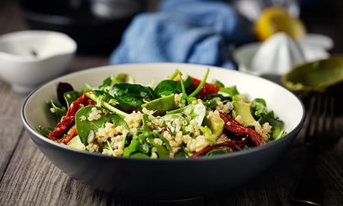 Une salade d'épinards
