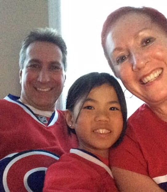 Mei-Lin (droite) et sa famille appuyant les Canadiens de Montréal.