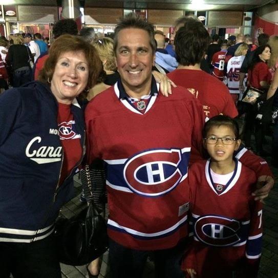 Mei-Lin et sa famille à un match des Canadiens de Montréal.