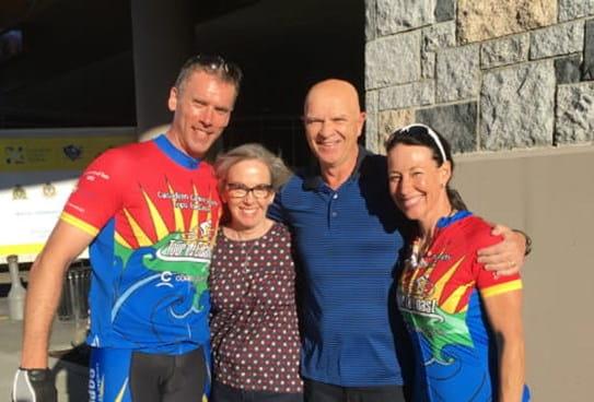 L'officier Gary avec d'autres cyclistes de Policiers contre le cancer