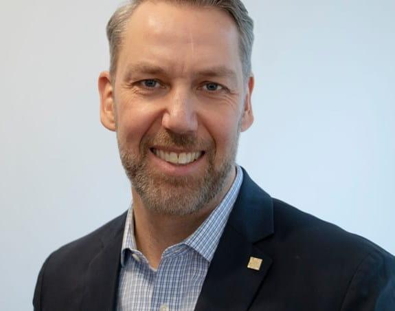 Stuart Edmonds, Ph. D. Vice-président principal, Mission, recherche et défense de l'intérêt public