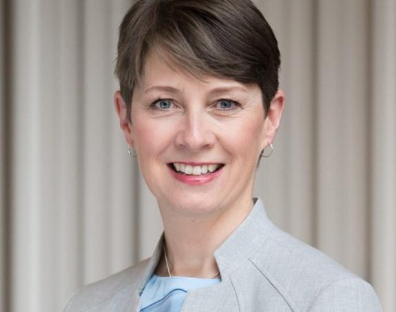 Sara Oates, Vice-présidente principale, Finances et opérations