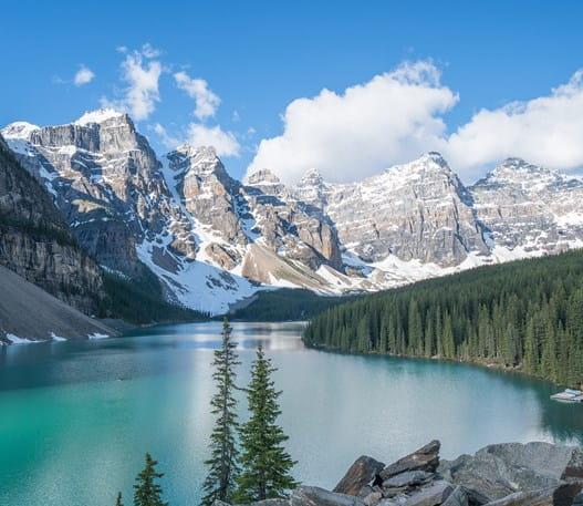 Panorama du lac Moraine, dans le parc national Banff
