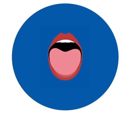 Une bouche ouverte, laissant voir la langue