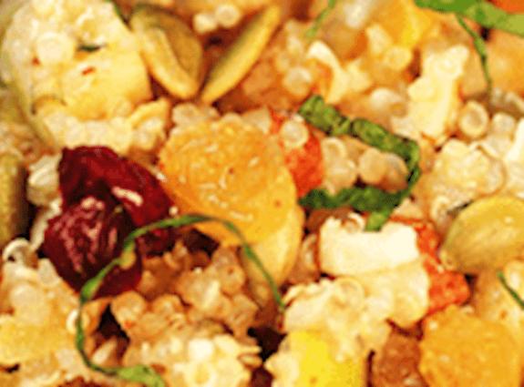 Salade de quinoa aux noix et fruits